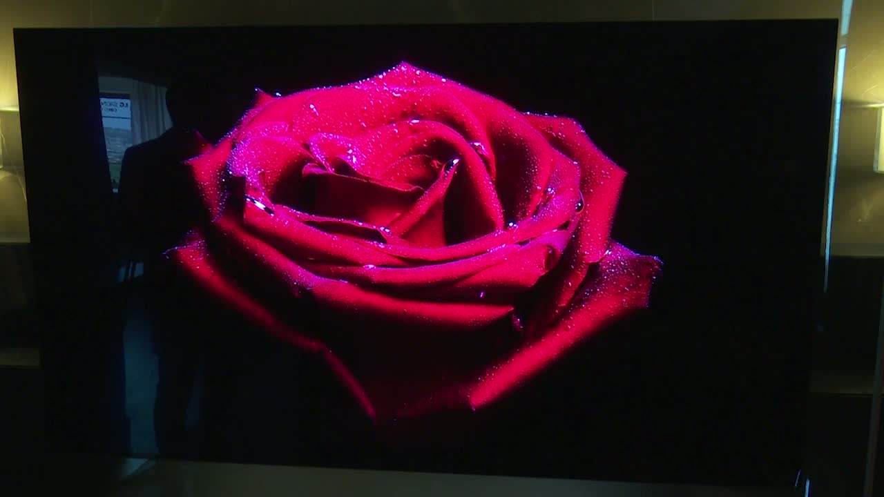 LG predstavio remek-delo Wallpaper OLED TV